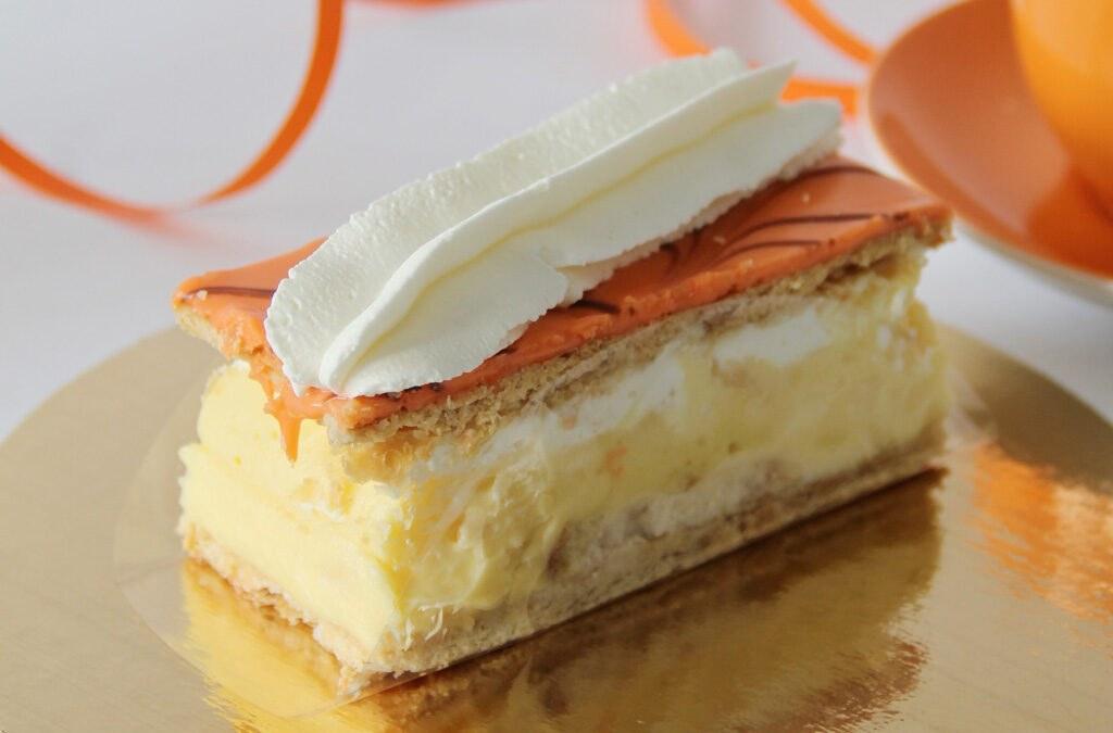 Oranje Tompouce - Dubbeldekker - Brood & Banketbakkerij Sterk Nieuwegein